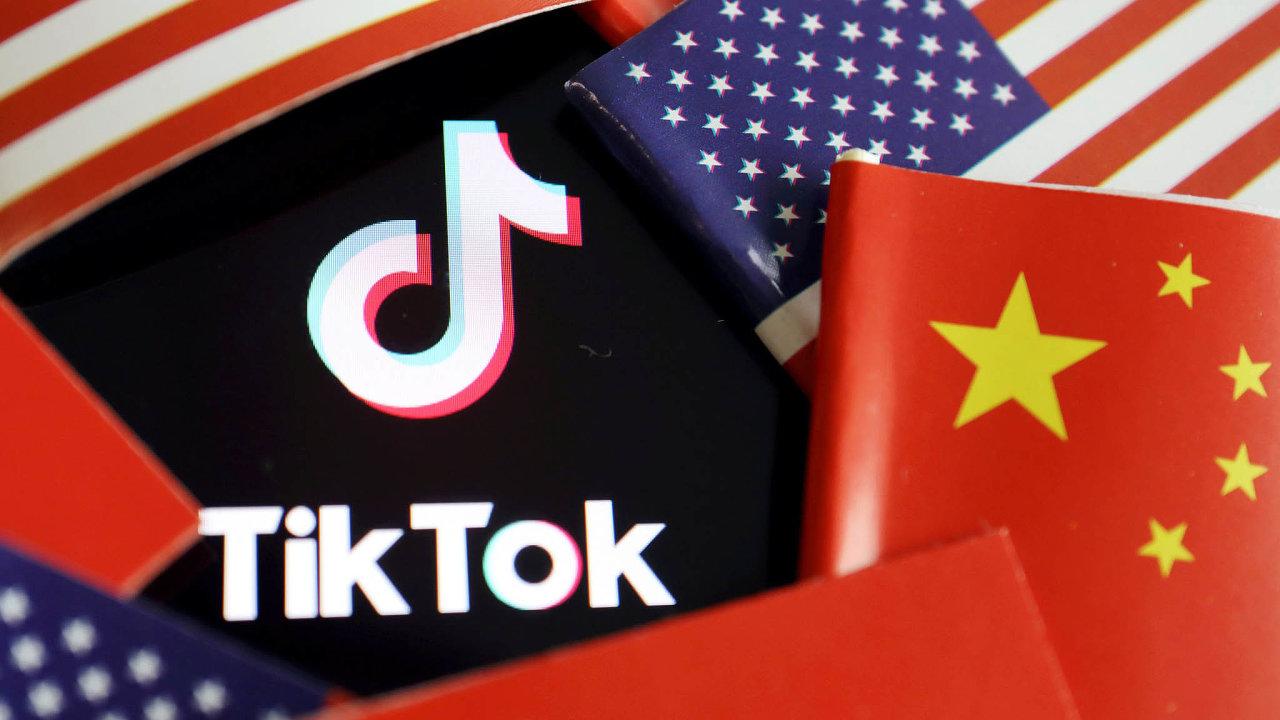Prezident Donald Trump tažení proti TikToku zdůvodňuje obavami, že čínské vlastnictví firmy představuje riziko pro národní bezpečnost, protože čínská vláda tak může získávat informace oAmeričanech.