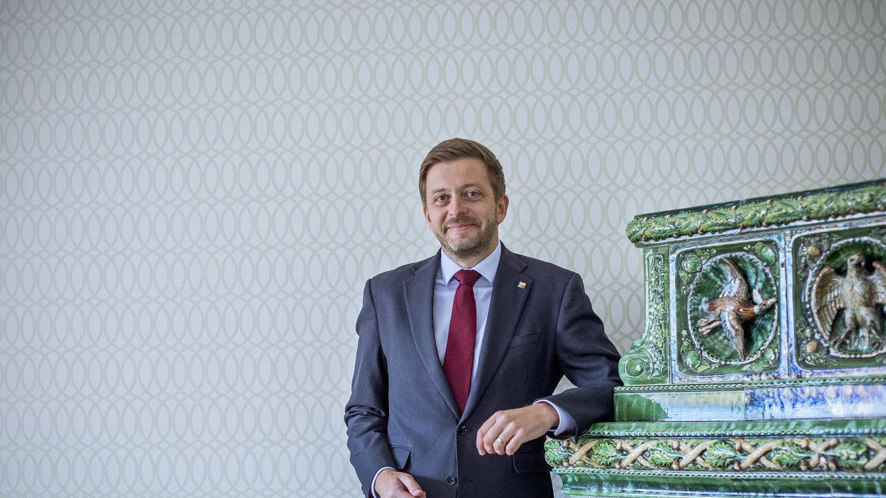 Předseda Starostů Vít Rakušan se připravuje navolby vpříštím roce auvádí, že většina jeho spolustraníků je pro spojení sPiráty.