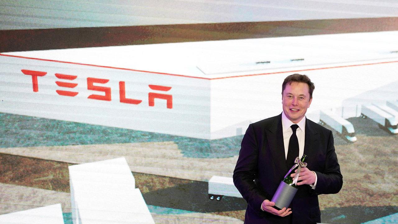 Elon Musk představil bateriové novinky, které– jak jinak– mají změnit svět.