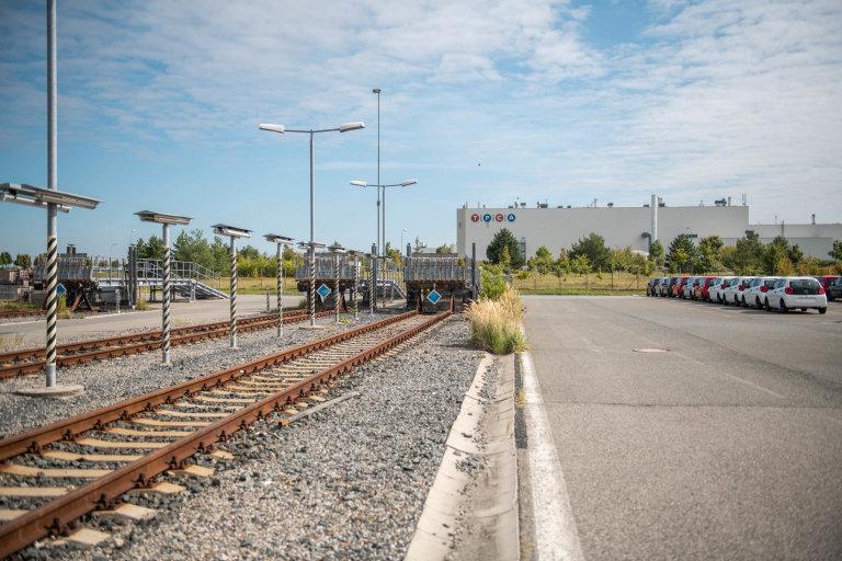 """V době naší návštěvy se zrovna žádný vlak nenakládal ani nevykládal, představit si asi intenzitu zdejšího """"cvrkotu"""" za plného provozu ale nebylo až tak obtížné."""
