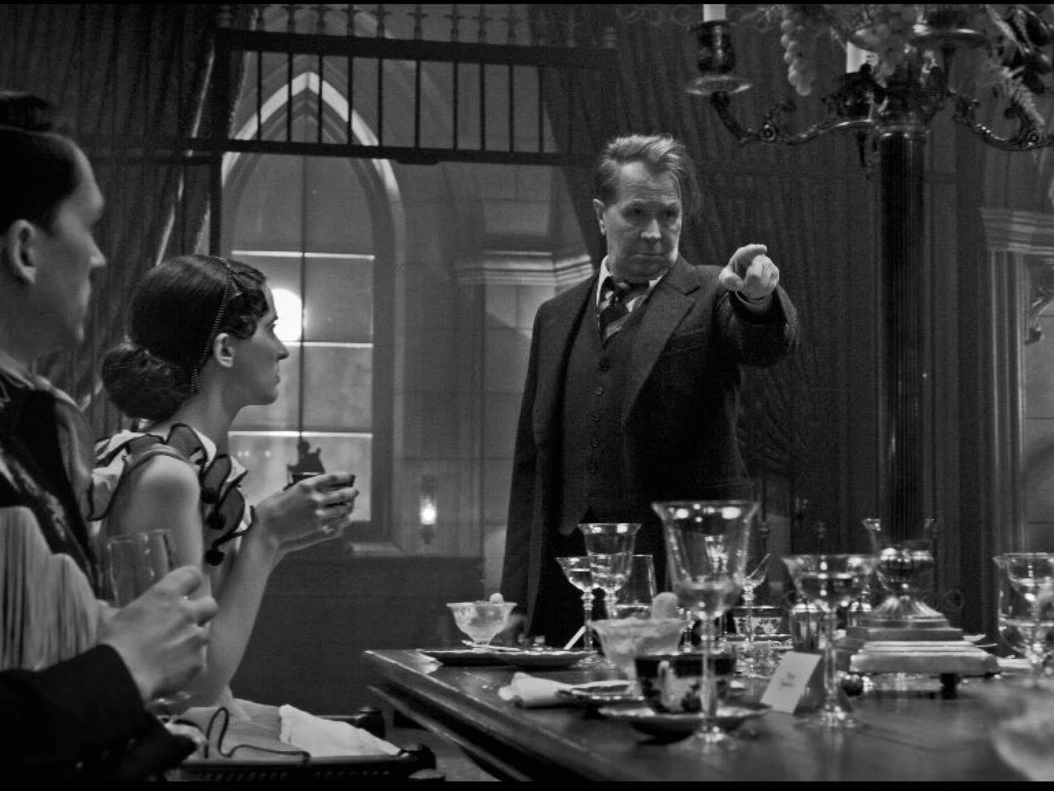 Snímek Mank je poutí po večírcích plných šampaňského a tvrdých loktů.