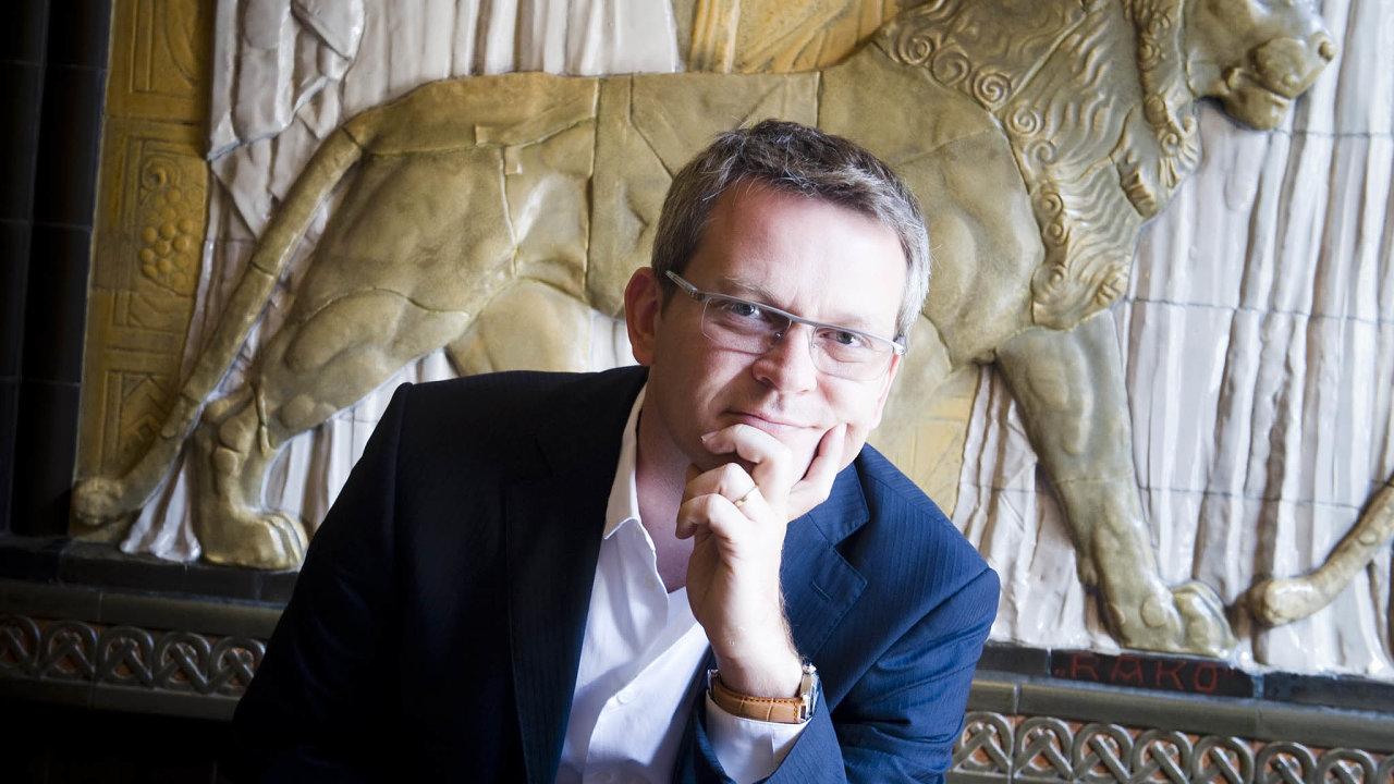Robert Schönfeld kromě realit vlastní například slovinskou zbrojovku Arex či slovinské vinařství Zlati Grič avminulém roce investoval též doprovozovatele autobusové společnosti FlixBus.