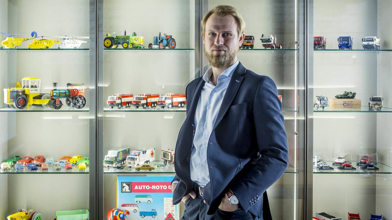Dvaatřicetiletý Filip Klepek, který se stal ředitelem Kovapu loni vdubnu, chce plechové hračky dostat odsběratelů zpátky kdětem.