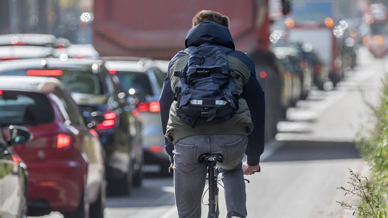 Cyklisty bude nutné od léta 2022 objíždět ve vzdálenosti půldruhého metru.