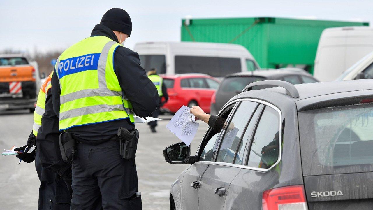 Lidé dojíždějící do Německa přes hranice za prací budou mít podle agentury DPA výjimku.