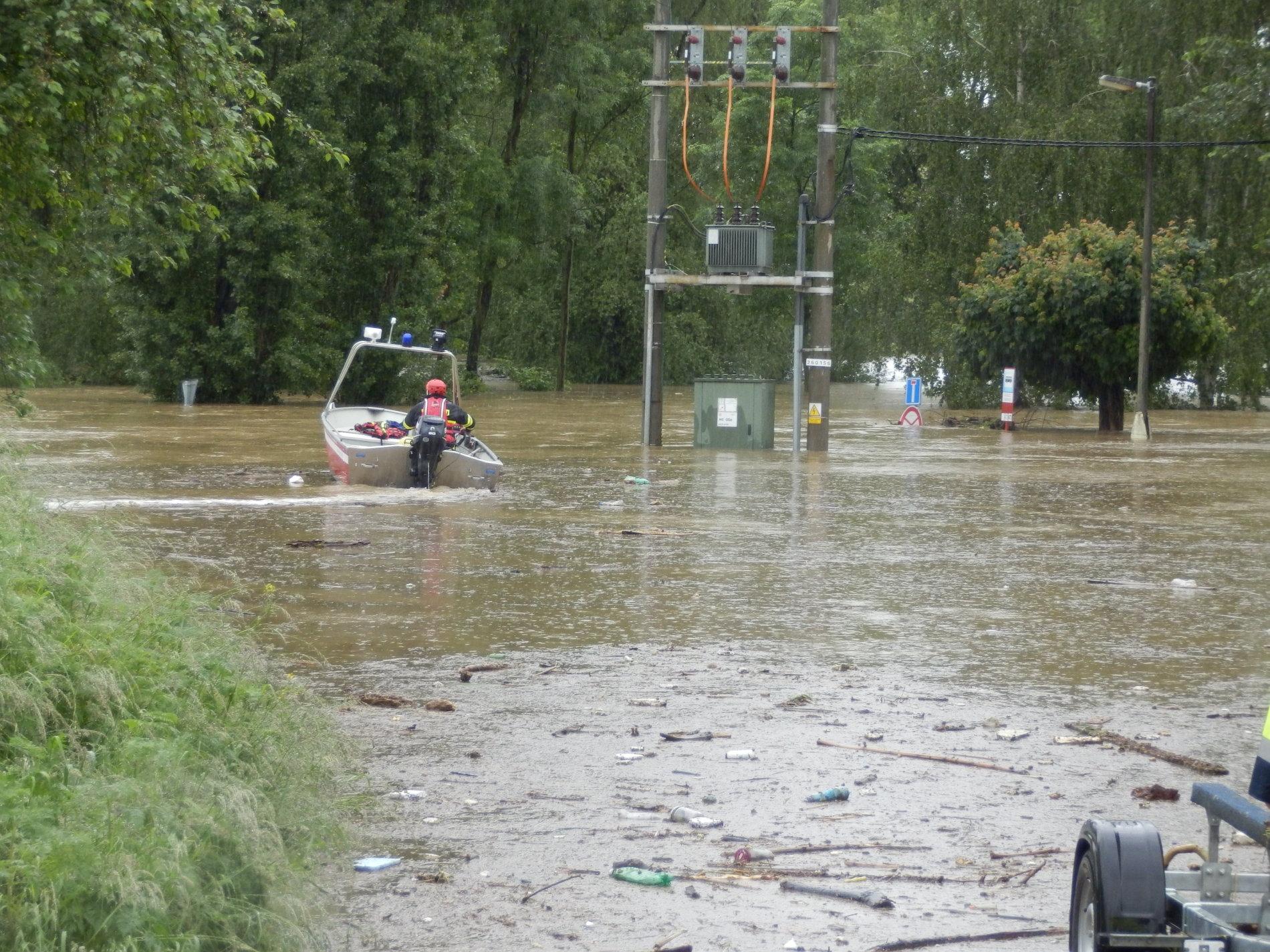 Aktualni fotografie ze Zálezlic ve Středočeském kraji.  V některých objektech zůstávají lidé (7 Ukrajinců a 2 Poláci), kteří odmítají evakuaci.