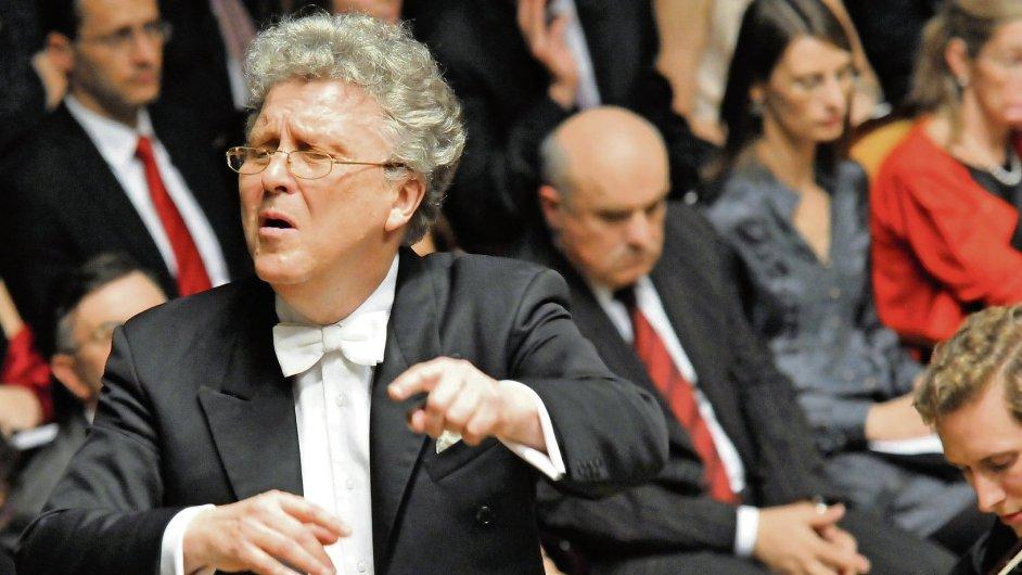 Ruský dirigent Vasilij Sinajskij uzavíral letošní Pražské jaro