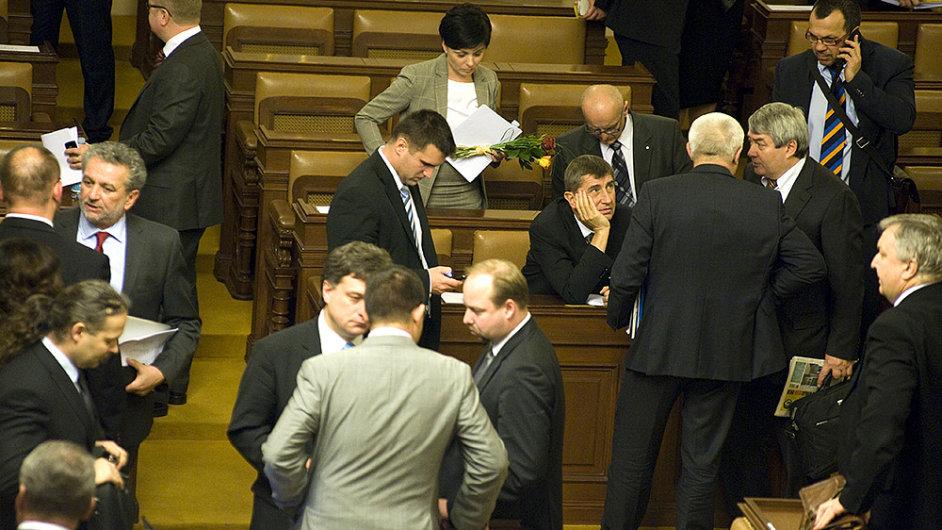 Služební zákon ve sněmovně