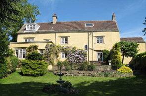 Dům, kde Jeremy Clarkson trávil dětství, je na prodej. Stojí 19,5 milionu korun