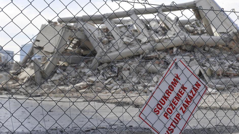 Dynamit poslal k zemi šest výrobních hal zkrachovalého OP Prostějov.