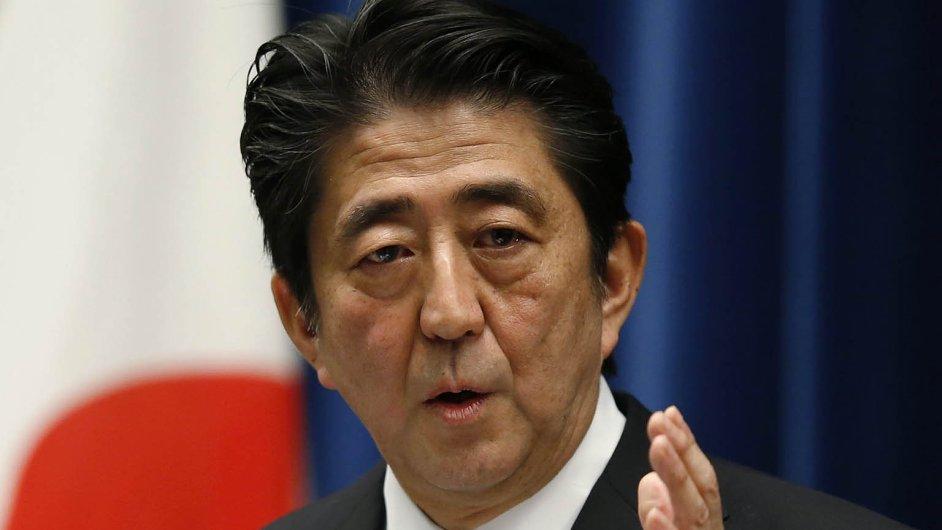 Ať rozhodnou voliči: Japonský premiér Šinzó Abe otestuje důvěru voličů u předčasných voleb 14. prosince. Ty se považují za referendum o jeho hospodářských krocích.