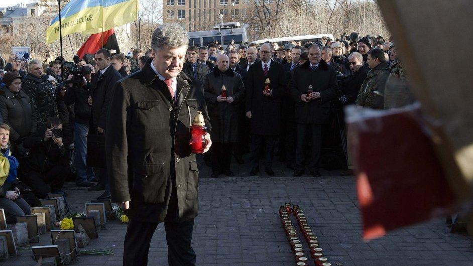 Ukrajina má rok po vypuknutí Majdanu novou vládu. Nespokojenost však i na západě země přežívá dál.