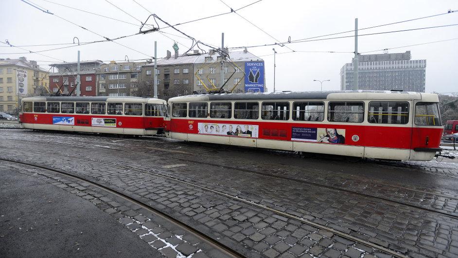Pražské tramvaje se na koleje vrátily už ve středu odpoledne.