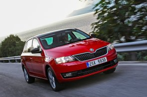 Auta dál zdražují. Před pěti lety se deset vozů srovnatelných s VW Golf dalo pořídit pod 300 tisíc. Dnes ani jeden