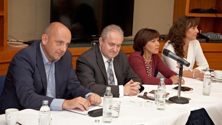 Emil Fitoš (druhý zleva), generální ředitel Atos IT Solutions and Services, představil změny ve společnosti.