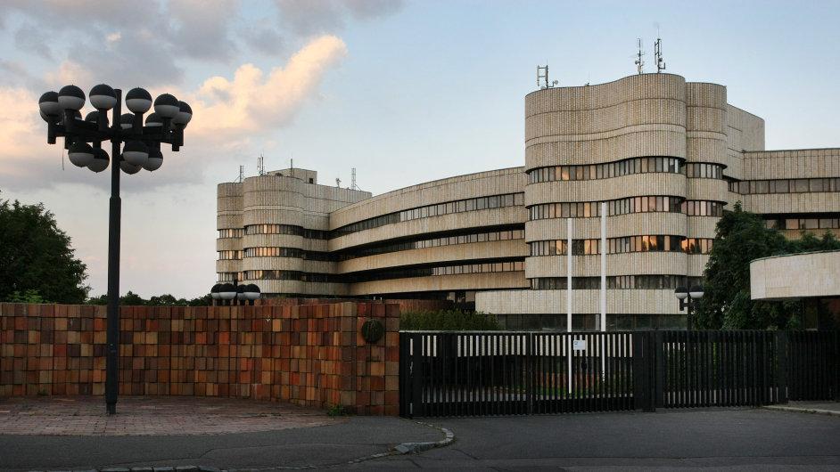 Hotel Praha, postavený v Praze-Dejvicích jako špičkové zařízení pro potřeby komunistické strany a československé vlády k ubytování zahraničních delegací, byl zbourán v roce 2014.