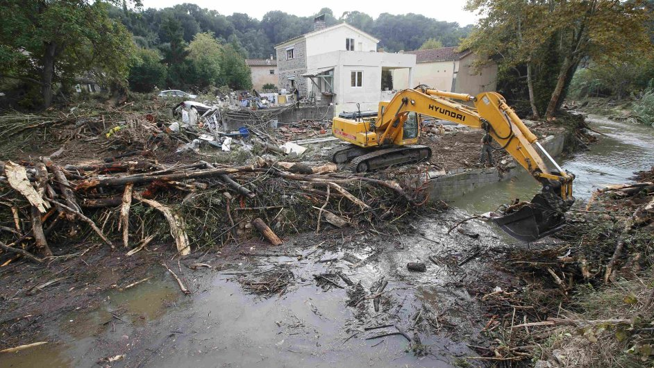 Bleskové povodně na jihu Francie způsobily škody až 17 miliard Kč.