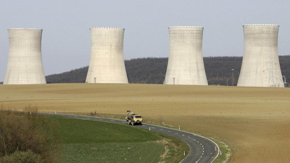 Jaderná elektrárna Mochovce na Slovensku.