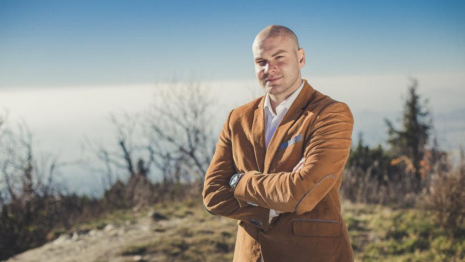 Majitel portálu Proudly Jan Klusoň.