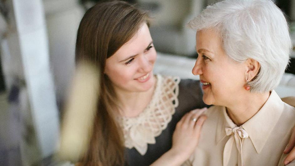 Ženy jsou více společenské a mají hlubší sociální vazby - Ilustrační foto.