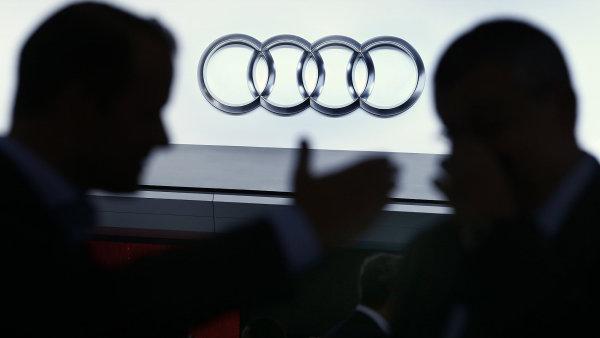 Audi klesl zisk kv�li emisn�mu skand�lu i vadn�m airbag�m - Ilustra�n� foto.