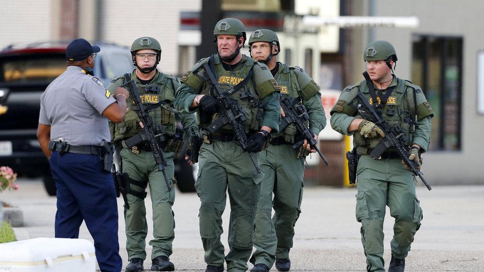 Střelec zabil tři policisty v Baton Rouge.