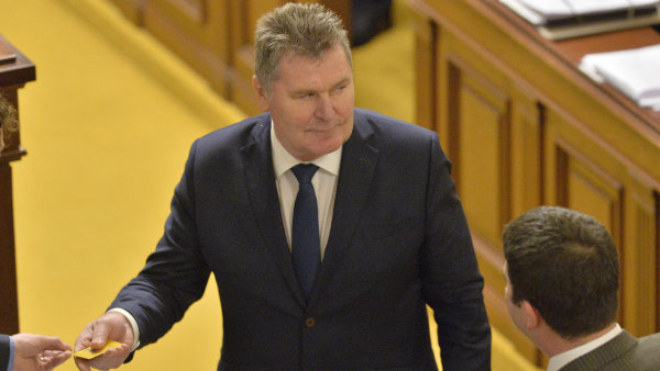 Nový poslanec František Petrtýl (ANO) složil 10. ledna v úvodu sněmovní schůze poslanecký slib.