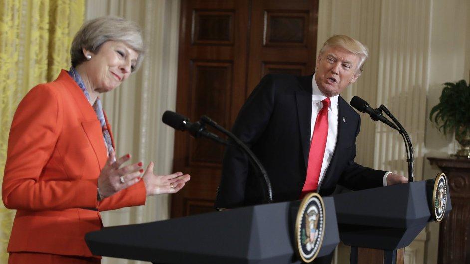 Americký prezident Donald Trump a britská premiérka Theresa Mayová.