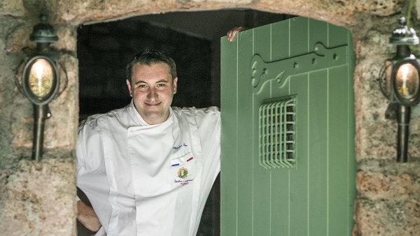 Michelinský šéfkuchař Sébastien Sanjou.