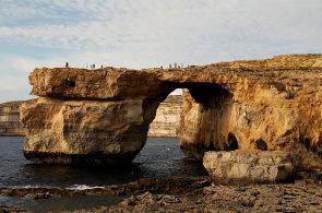 Malta přišla o Azurové okno. Podívejte se na záběry z místa, kde se zhroutila skalní brána, která si zahrála ve Hře o trůny