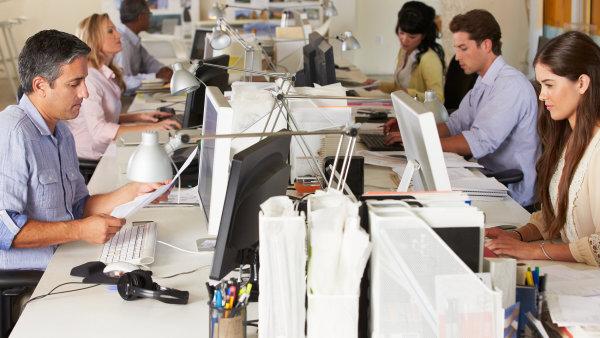Společnosti lákají nové zaměstnance na náborové příspěvky - Ilustrační foto.