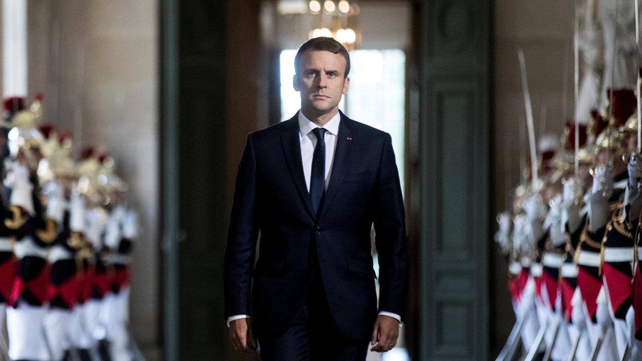 Macron, projev v parlamentu