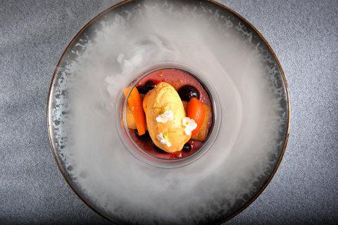 Creme brulee z černého rybízu, meruňková zmrzlina