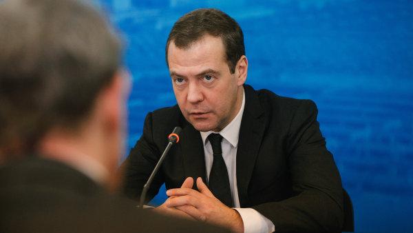 Medveděv kritizoval říjnové rozhodnutí Washingtonu rozšířit seznam protiruských sankcí.