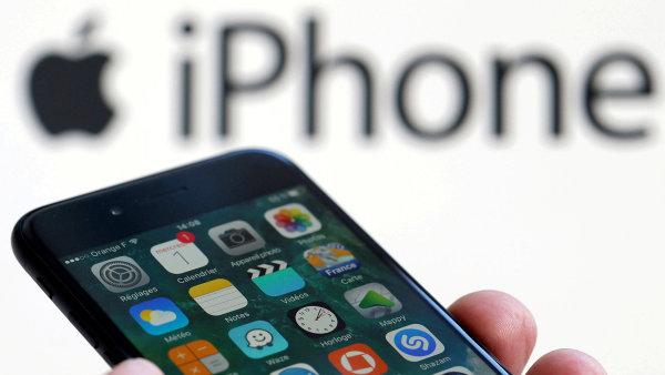 Telefony iPhone se na tržbách podílely téměř 55 procenty.