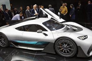 Mercedes-AMG pohání 1000 koní, luxus již nepotřebuje volant