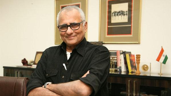 Inderjit Badhwar psal o vraždě indického premiéra Rádžíva Gándhího či o válce indických branných sil s Tygry osvobození tamilského Ílamu.
