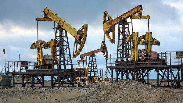 Poptávka po ropě bude podle agentury IEA klesat jen u osobních automobilů, v ostatních segmentech to ale platit nebude - Ilustrační foto.