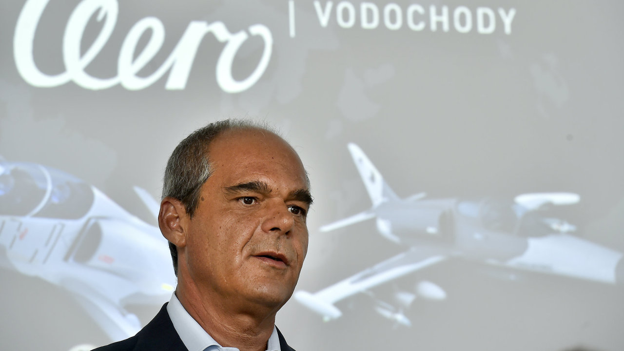 Společnost Aero Vodochody představila 27. února výrobu nového letounu L-39NG. Na snímku je prezident Aera Vodochody Giuseppe Giordo.