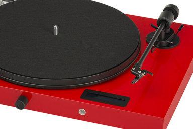Juke Box E odrakouského Pro-Jectu patří mezi dostupnější gramofony.