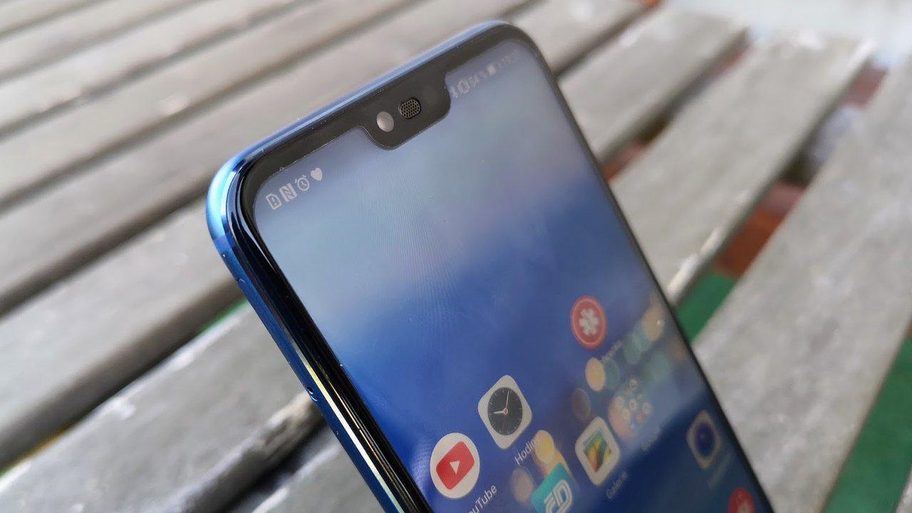 Honor 10 částečně připomíná iPhone X díky vykousnutému displeji