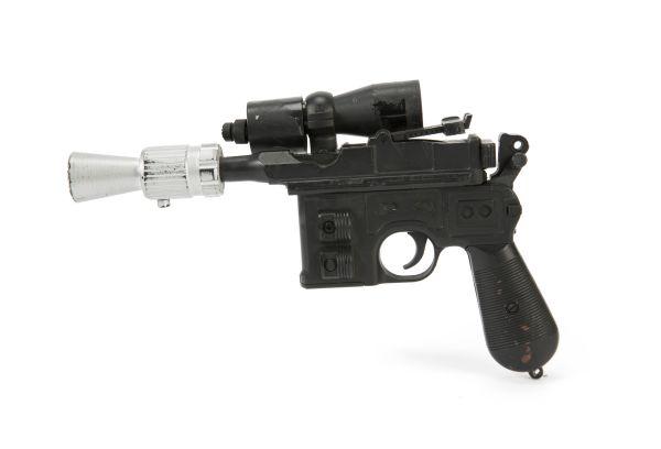 Rekvizitní zbraň z Hvězdných válek byla vydražena v New Yorku za 550 000 dolarů.
