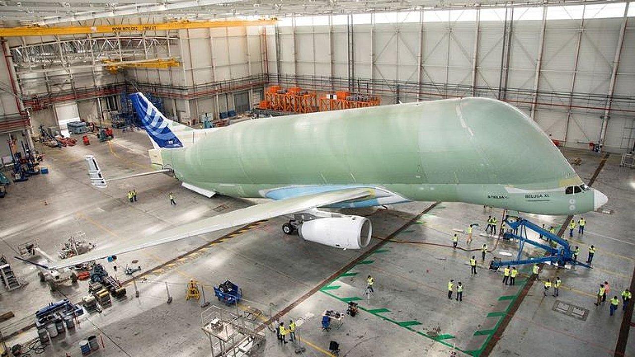 Obří nákladní letoun Beluga XL.