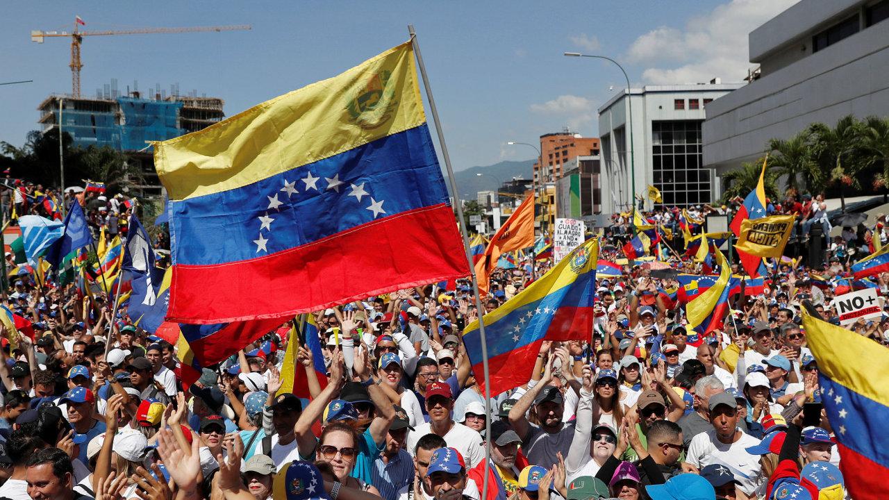 Protesty ve Venezuele proti Madurovi.