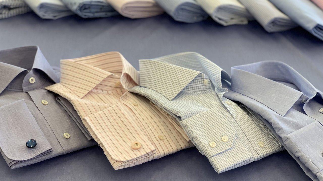 Materiály použité k výrobě každé košile sehrávají v tom, jak je vnímáme, významnou roli.