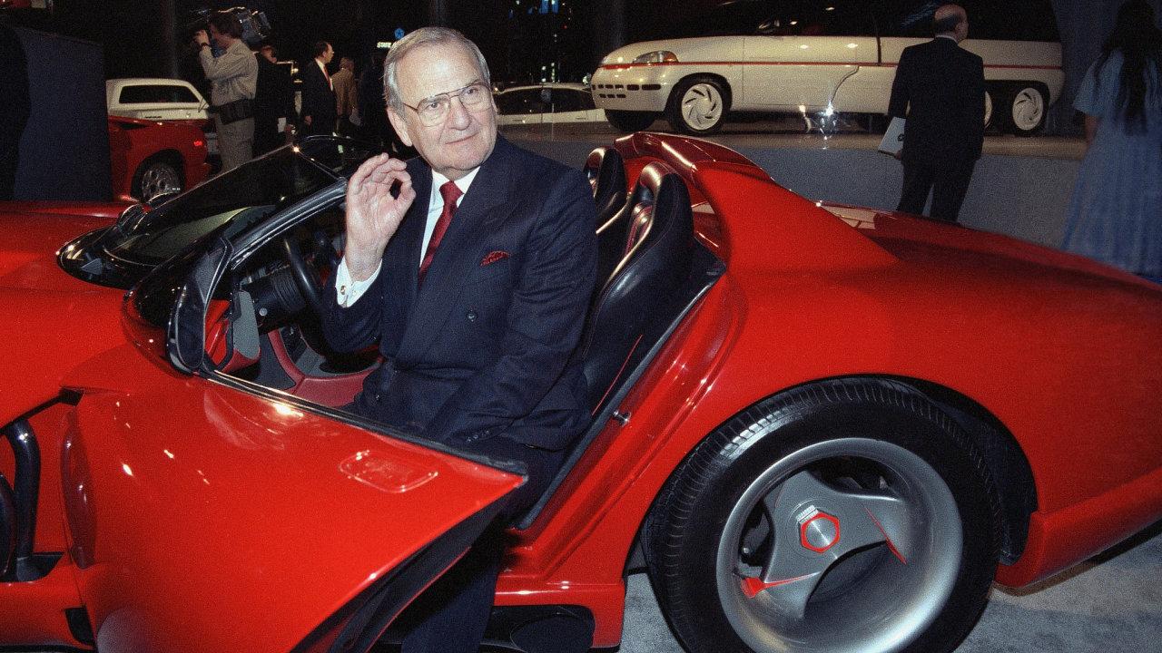 Lee Iacocca, charismatický špičkový manažer amerických automobilek a vizionář, který stál za vznikem sportovního vozu Ford Mustang a minivanu Chrysler.