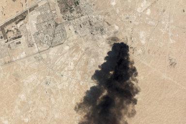 Analytici očekávají, že kvůli útokům nasaúdskoarabská ropná zařízení už ode dneška prudce podraží ropa.