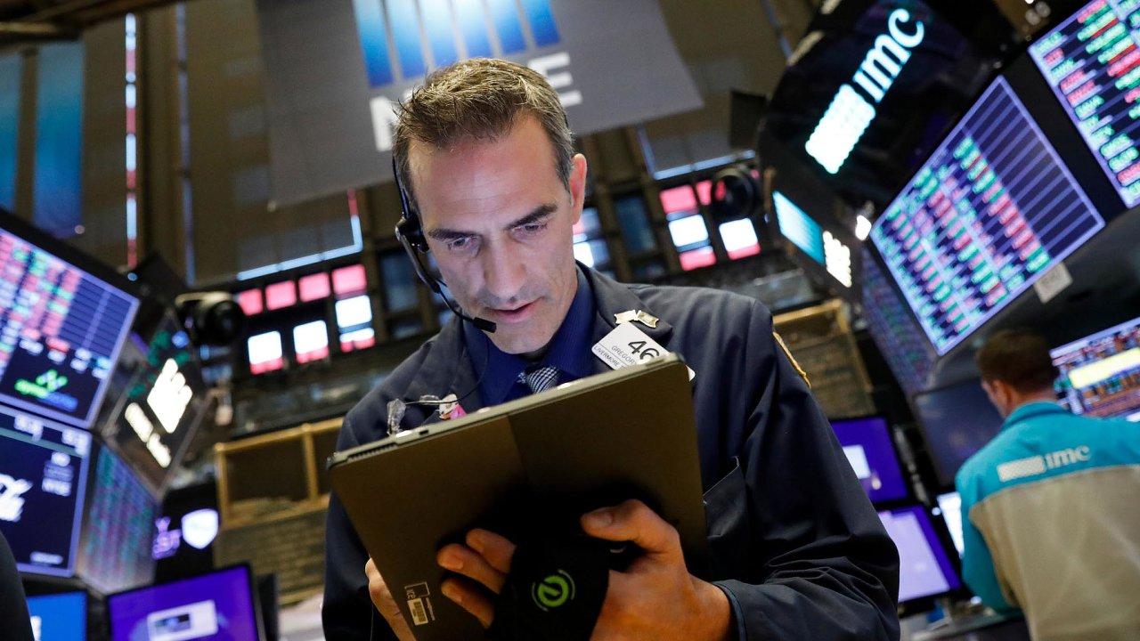 Na burzách spokojenost. Makléři a investoři si pochvalují, že peníze se stále dobře zhodnocují.