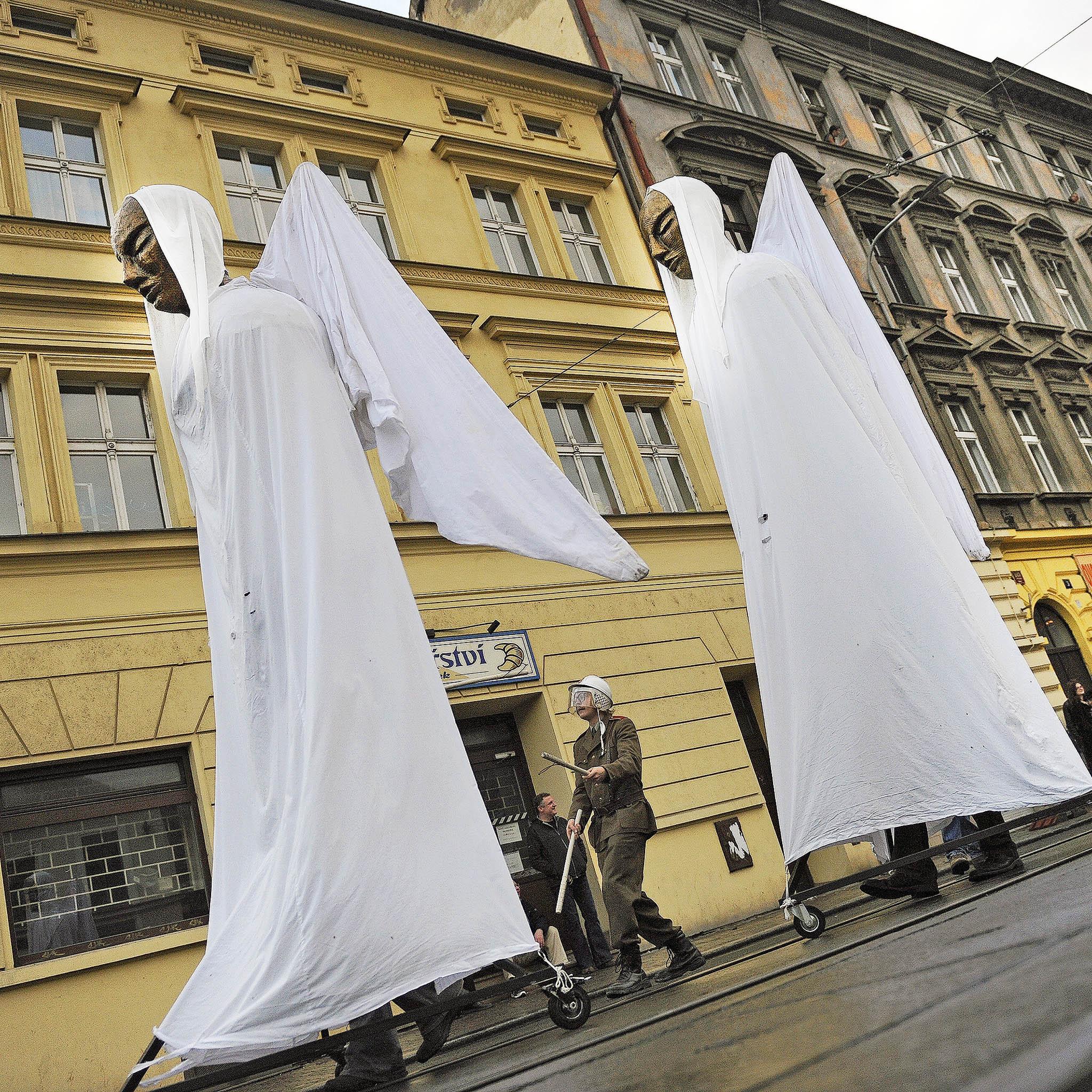 Listopadoví strašáci