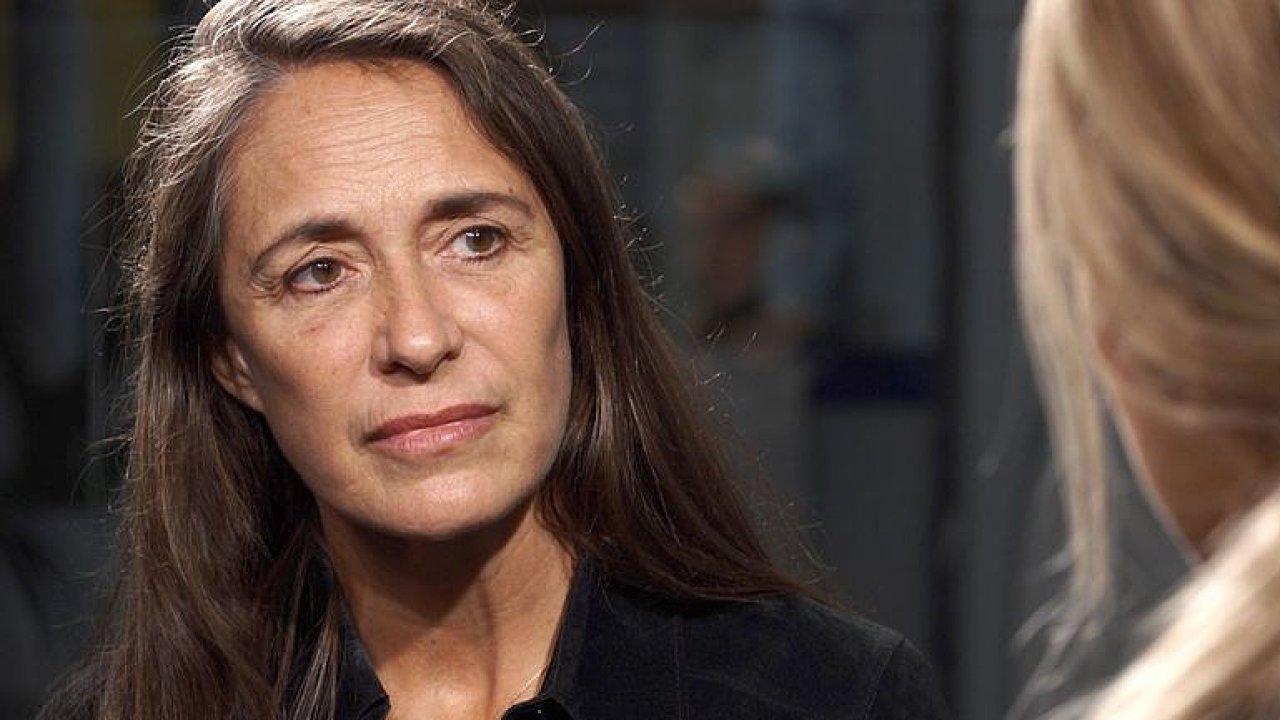Matka ji prodala pedofilům: Znásilnily mě stovky mužů, hlavou sítě byl ministr Belgie